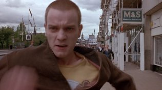 trainspotting-1996-019-opening-ewan-mcgregor-running